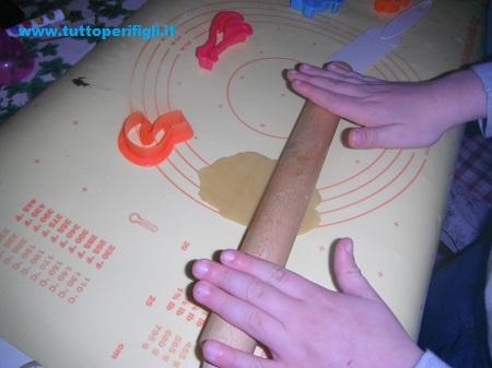 invita i bambini a fare la pasta