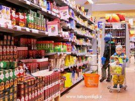 bambini al supermercato